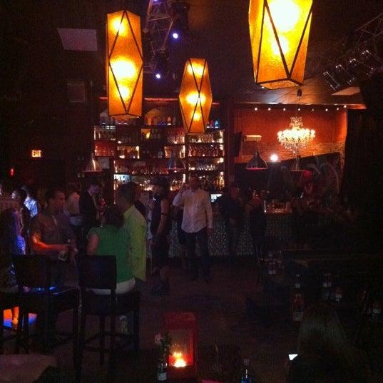 รูปภาพถ่ายที่ The Stage โดย B💎h💎r เมื่อ 9/24/2011