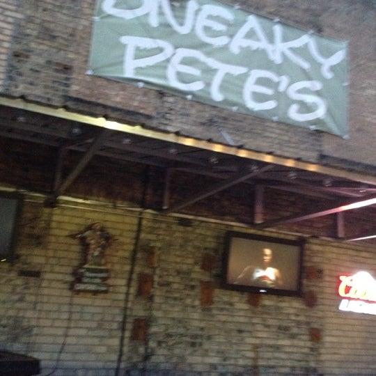 6/2/2012에 Joe R.님이 Sneaky Pete's에서 찍은 사진