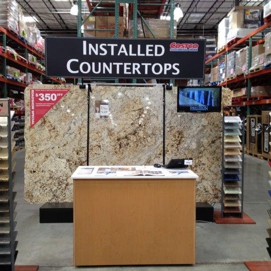 次での写真 Costco Wholesale Irvineのウェアハウスストア