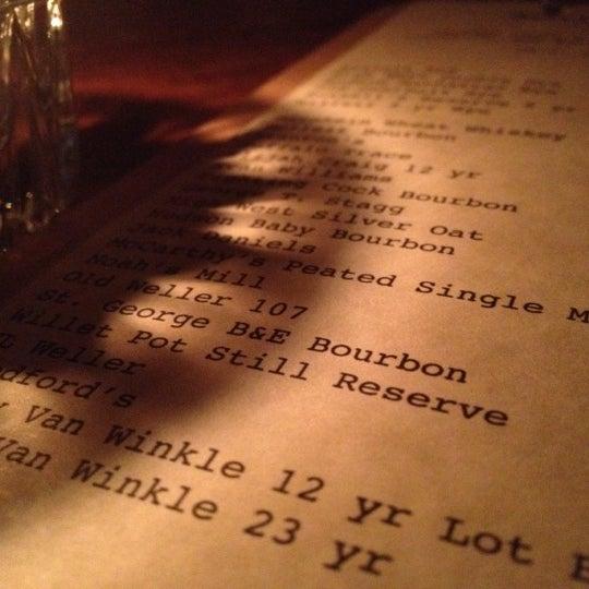 Foto tirada no(a) Oldfield's Liquor Room por Shaun L. em 2/15/2012