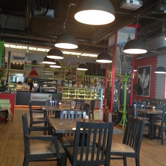 Foto diambil di Soho Green's oleh Ebru pada 8/30/2012