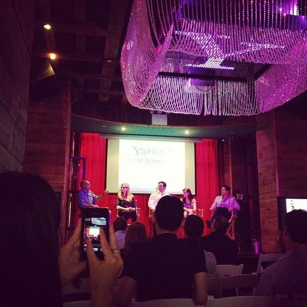 Foto tirada no(a) Hudson Terrace por Jayne P. em 7/11/2012