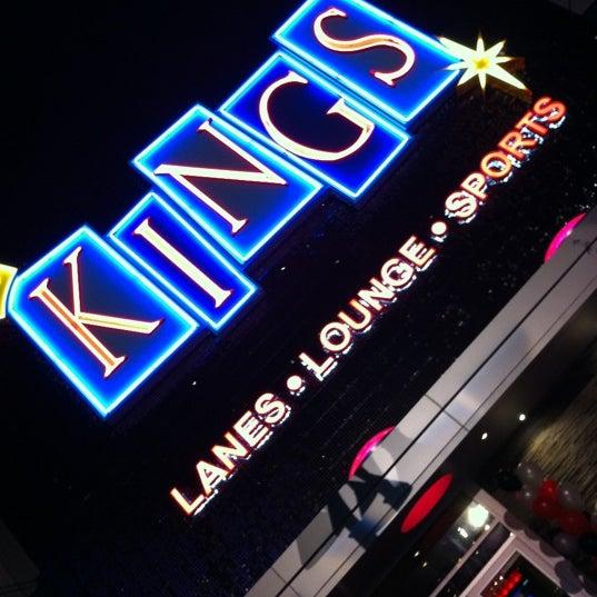 Снимок сделан в Kings Dining & Entertainment пользователем Jeff B. 5/6/2012