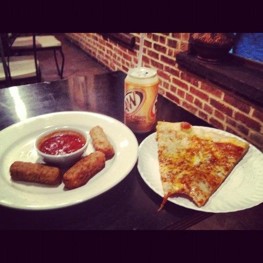 Foto tirada no(a) Nonna's L.E.S. Pizzeria por Kash G. em 8/11/2012