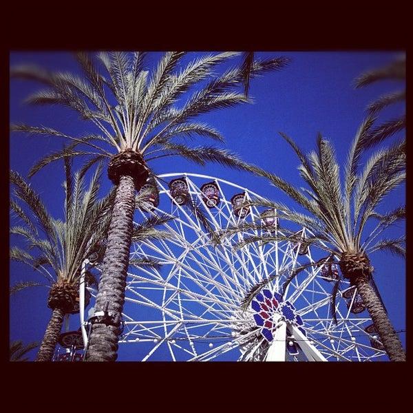 Снимок сделан в Irvine Spectrum Center пользователем Drew C. 6/24/2012