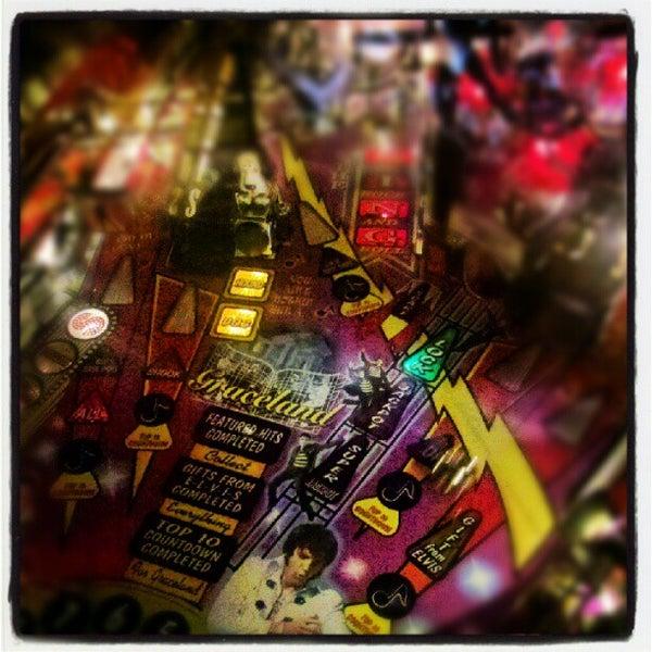 6/23/2012 tarihinde Marcelle D.ziyaretçi tarafından Rock 'n' Roll Burger'de çekilen fotoğraf