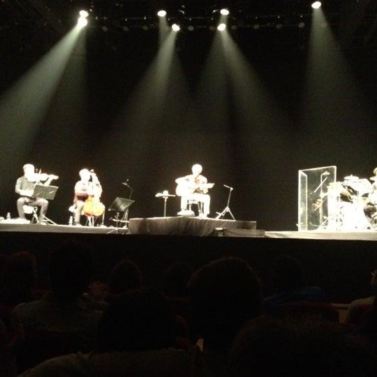 Foto diambil di Teatro Nescafé de las Artes oleh Marcelo A. pada 9/5/2012