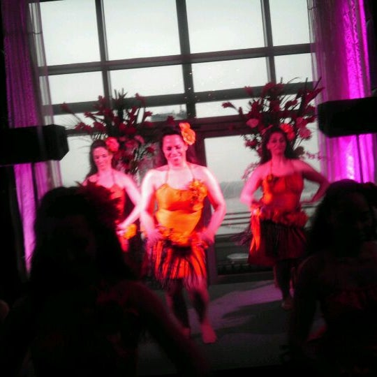 Foto scattata a Plunge Rooftop Bar & Lounge da John C. il 5/3/2012