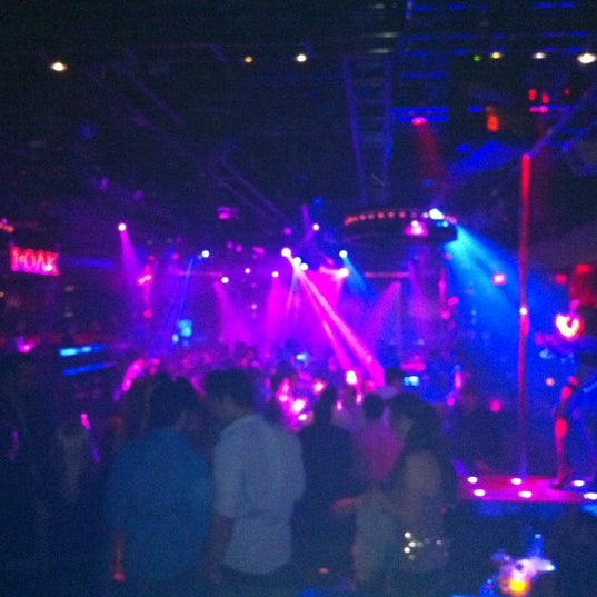 Photo prise au 1 OAK Nightclub par Chad B. le2/19/2012