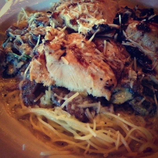 Das Foto wurde bei Timbers Inn Restaurant & Tavern von Chloë A. am 7/3/2012 aufgenommen