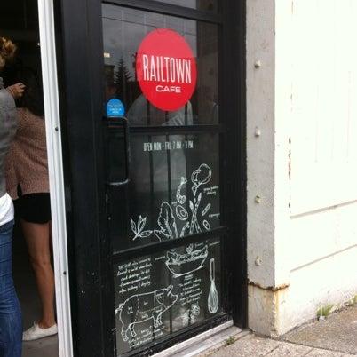 รูปภาพถ่ายที่ Railtown Cafe โดย Nicole เมื่อ 8/2/2012