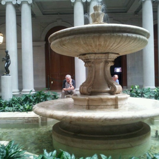 8/9/2012 tarihinde Carolyn J.ziyaretçi tarafından The Frick Collection'de çekilen fotoğraf
