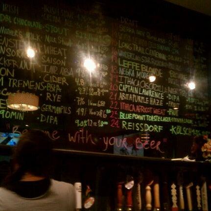 Photo prise au Buddha Beer Bar par Bill H. le2/29/2012