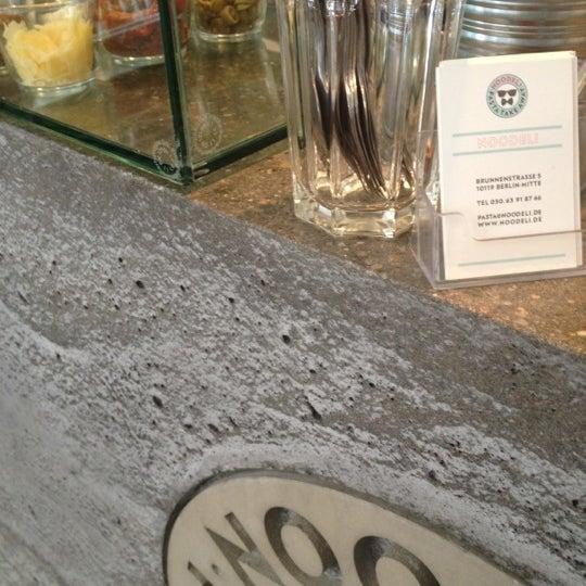 Das Foto wurde bei NOODELI - Pasta Take Away von Beth M. am 4/19/2012 aufgenommen