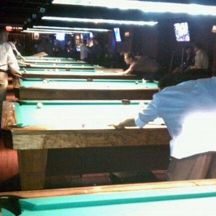 Foto tomada en Society Billiards + Bar por Roland L. el 7/3/2011