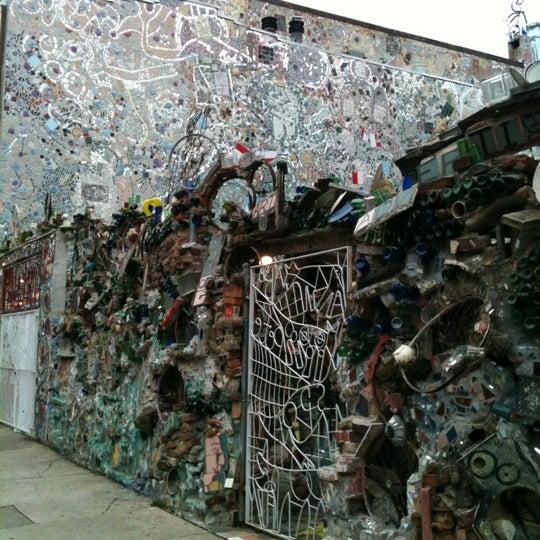 Foto scattata a Philadelphia's Magic Gardens da Jess G. il 8/11/2012