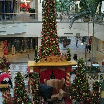 Foto tomada en Hillsdale Shopping Center por Stephen ⓓⓢⓗⓐⓜⓐⓝ P. el 12/3/2011