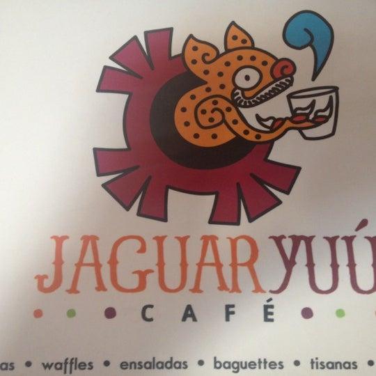 Foto tomada en Café Jaguar Yuú por Zapotekco el 8/4/2012