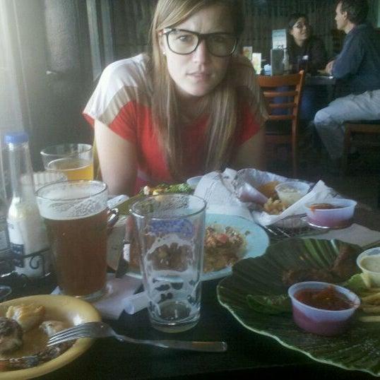 Foto tomada en Cabanas Beach Bar and Grill por Lynsie P. el 4/25/2012