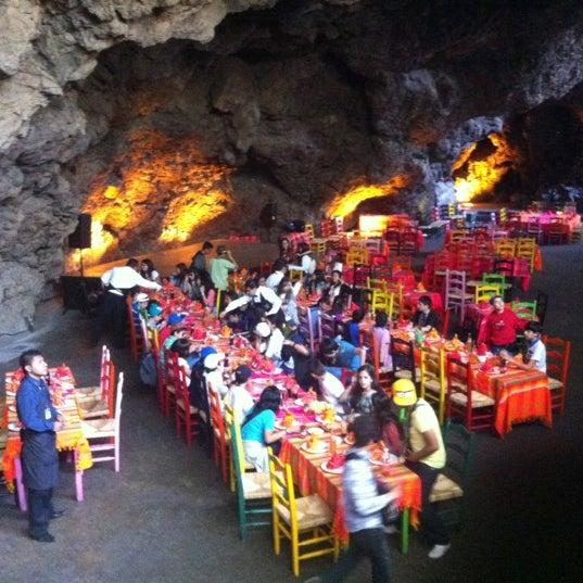 Foto tomada en La Gruta Restaurant por Gerardo G. el 3/15/2012
