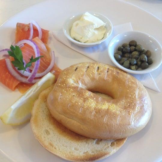 Foto tirada no(a) Tuihana Cafe. Foodstore. por David B. em 1/29/2012
