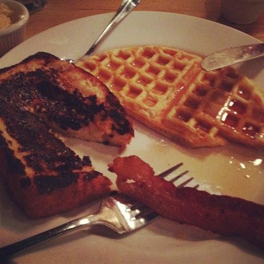 5/28/2012 tarihinde Sereita C.ziyaretçi tarafından Good Enough to Eat'de çekilen fotoğraf