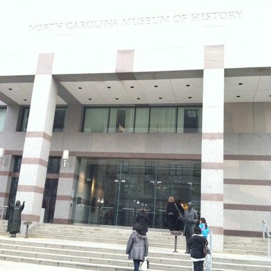 รูปภาพถ่ายที่ North Carolina Museum of History โดย Ria S. เมื่อ 12/9/2011