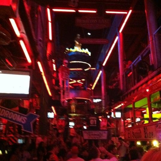 Foto scattata a El Squid Roe da Steven E. il 5/10/2012