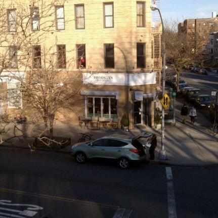 Foto tomada en Brooklyn Commune por Matt M. el 12/10/2011