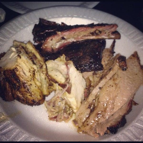 8/24/2012에 Victor J.님이 The Wood Pit Barbecue에서 찍은 사진