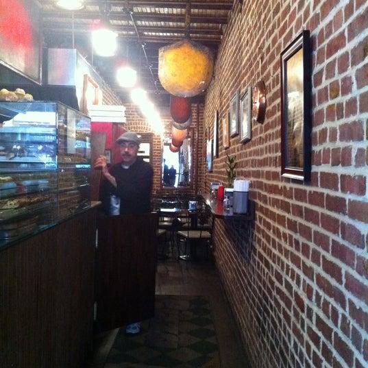 Foto tirada no(a) Nonna's L.E.S. Pizzeria por Elizabeth S. em 4/15/2011