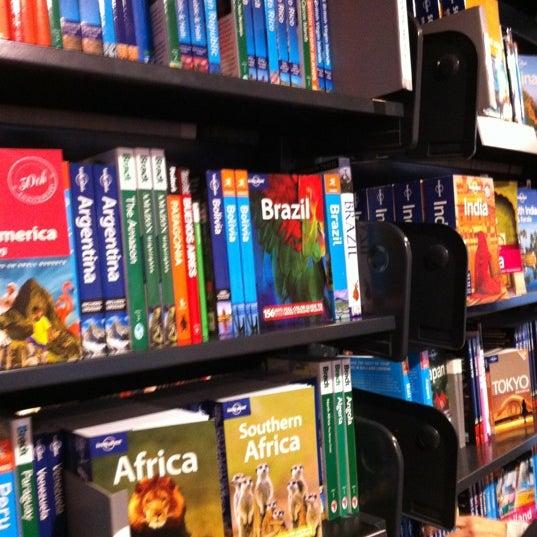 Foto tirada no(a) The American Book Center por Wibo d. em 2/24/2012