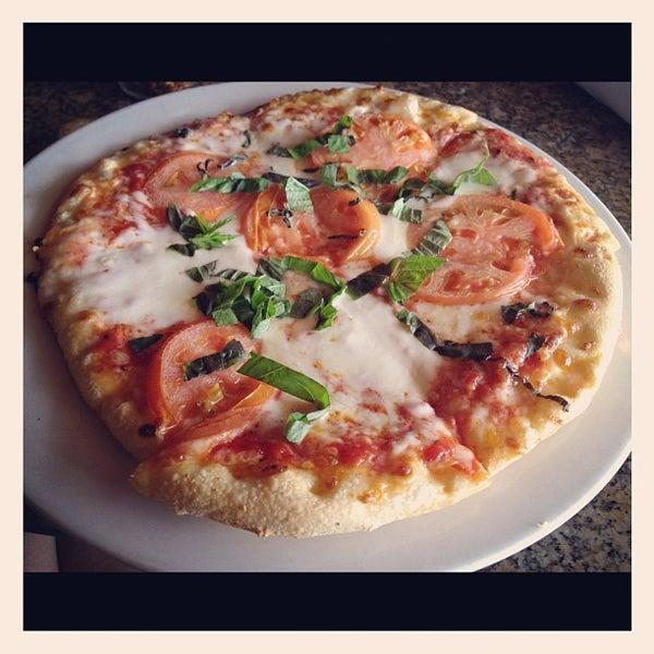 Foto scattata a Ryan's Grill da Laine K. il 2/19/2012
