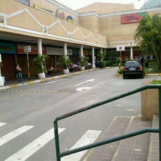 Das Foto wurde bei Grand Plaza Shopping von Nathalia M. am 10/28/2011 aufgenommen