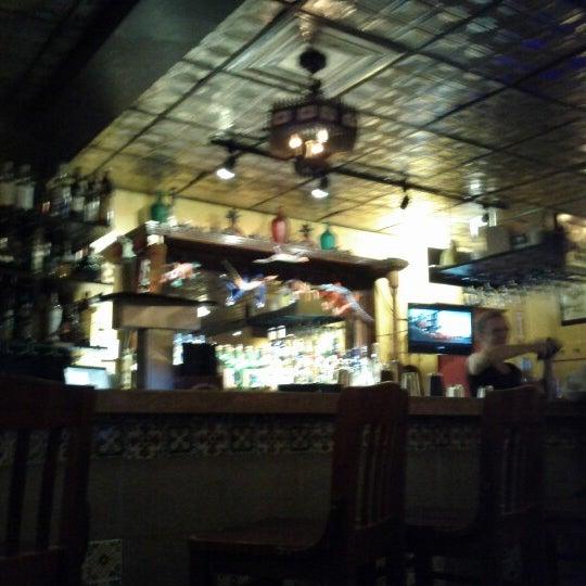 รูปภาพถ่ายที่ Olé โดย Lei Ann เมื่อ 7/20/2012