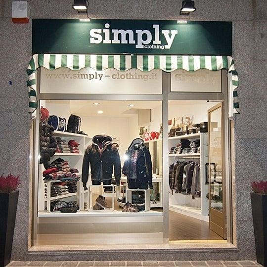 Foto scattata a Simply Clothing da Andrea f. il 4/23/2012