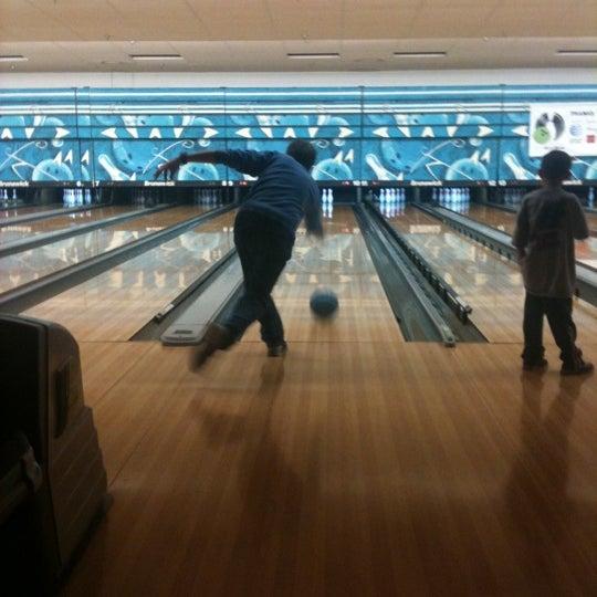 รูปภาพถ่ายที่ Park Tavern Bowling & Entertainment โดย Katie Jo K. เมื่อ 4/22/2012