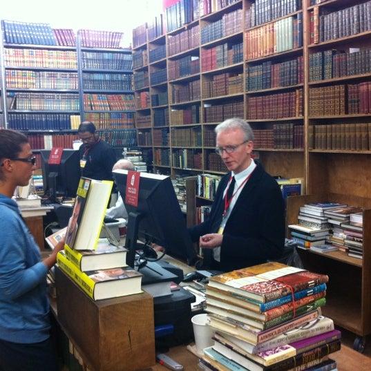 Foto tirada no(a) Strand Bookstore por Earl D. em 2/1/2012