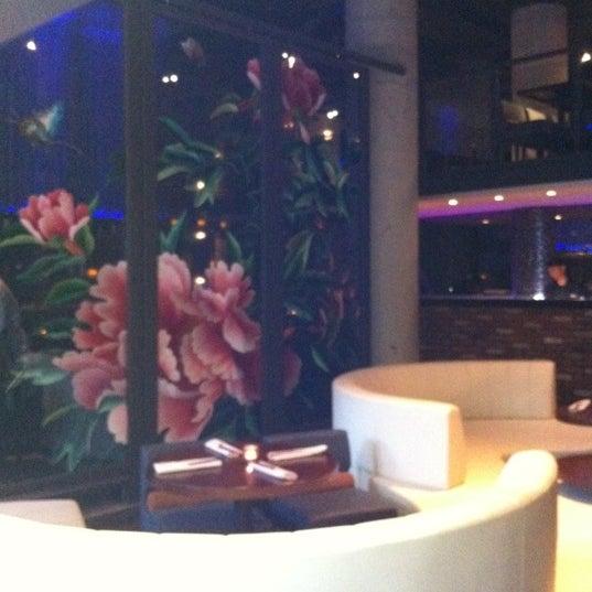 Photo prise au HaChi Restaurant & Lounge par Fanny L. le5/11/2012