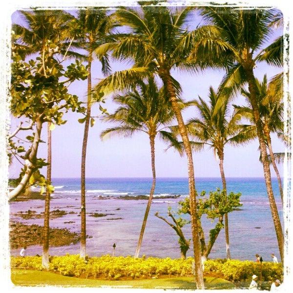 Foto tomada en Hilton Waikoloa Village por Alexandra M. el 4/4/2012