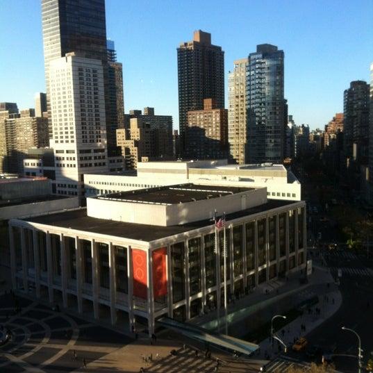 Снимок сделан в The Empire Hotel Rooftop пользователем Javi Z. 4/6/2012