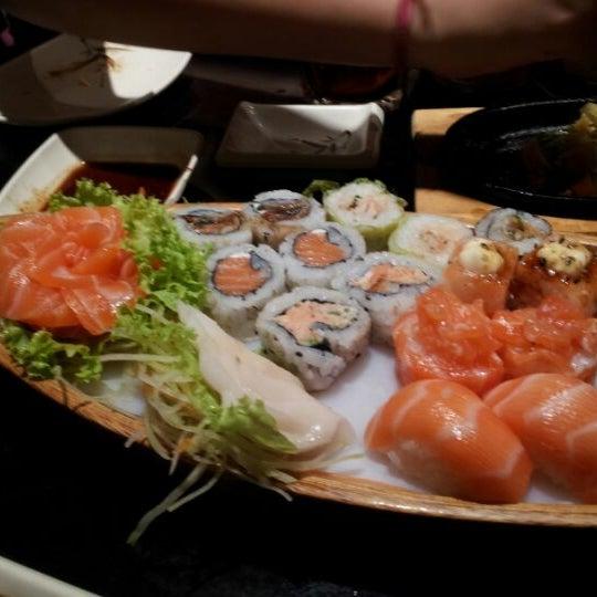 Foto tirada no(a) Kodai Sushi por William L. em 3/17/2012