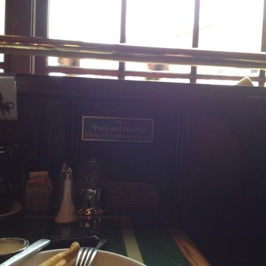 Foto tomada en Martin's Tavern por Attique I. el 9/2/2012