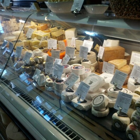 Das Foto wurde bei Beecher's Handmade Cheese von LeAnne G. am 7/11/2012 aufgenommen