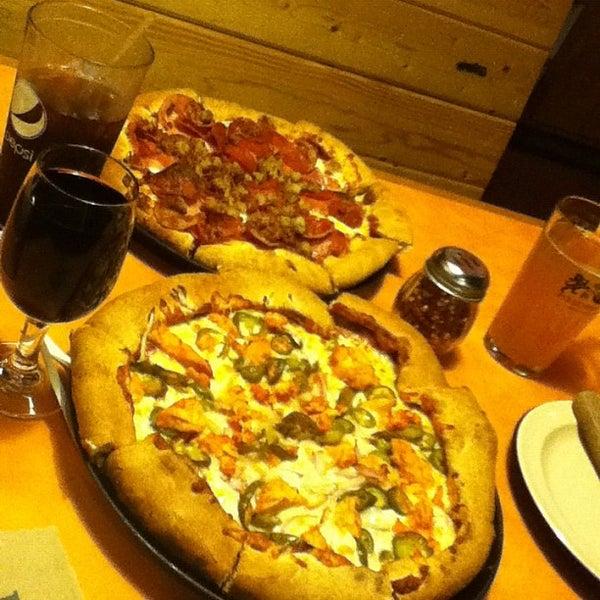Foto diambil di Woodstock's Pizza oleh Minn L. pada 5/12/2012