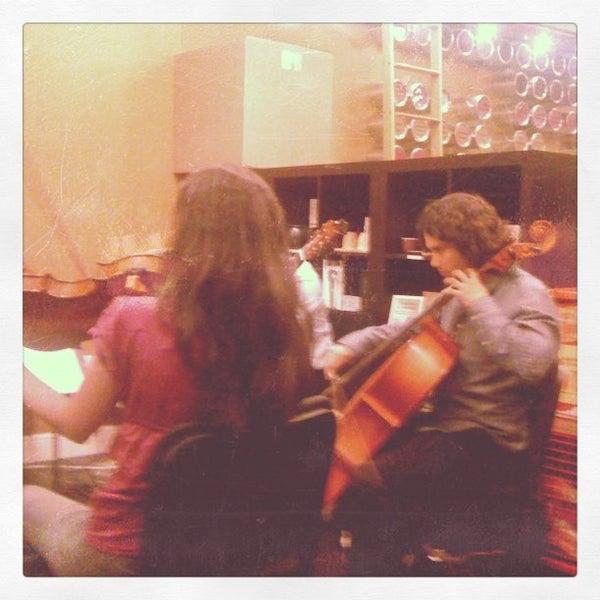 Foto tirada no(a) specialTEA Lounge & Cafe por Amil D. em 8/22/2012