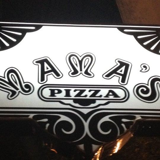 Снимок сделан в Mama's Pizza пользователем Tomas Dario A. 2/25/2012