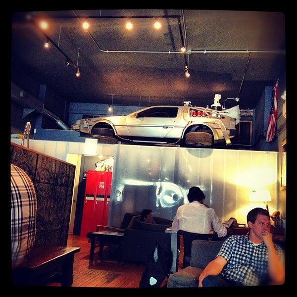 8/20/2012에 AJ L.님이 The Wormhole Coffee에서 찍은 사진