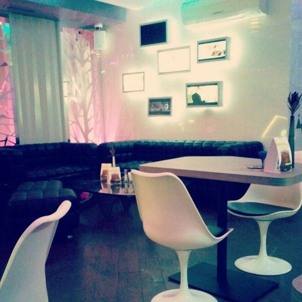 Снимок сделан в Cafe Studio 89,5fm пользователем Yura M. 4/30/2012