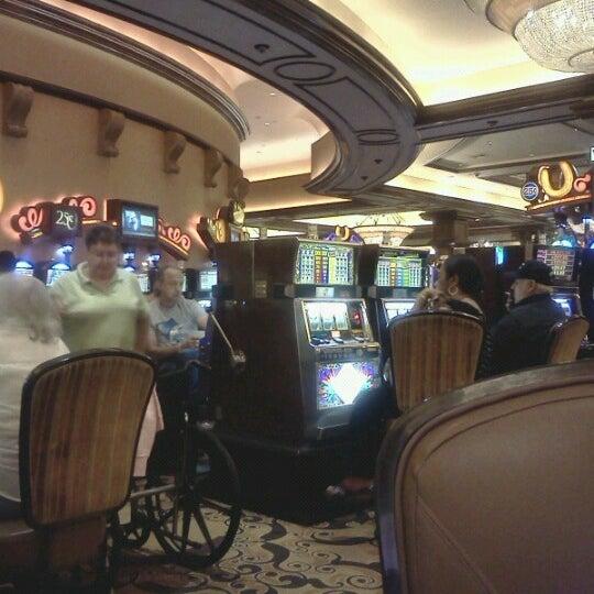 รูปภาพถ่ายที่ Horseshoe Hammond Casino โดย Latoya MZ. FAVORABLE P. เมื่อ 8/12/2012